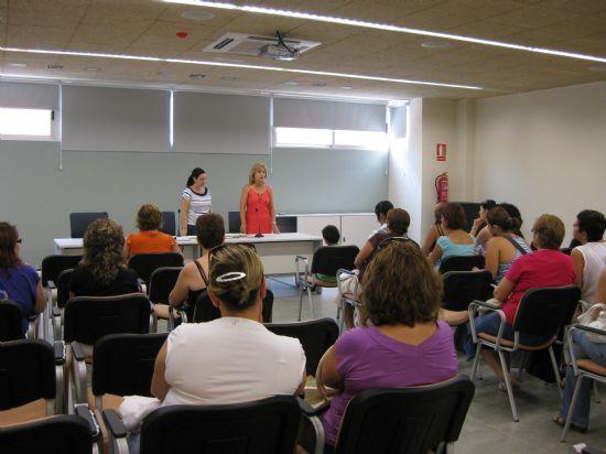 Se realiza la entrega de diplomas de varios cursos destinado para mujeres