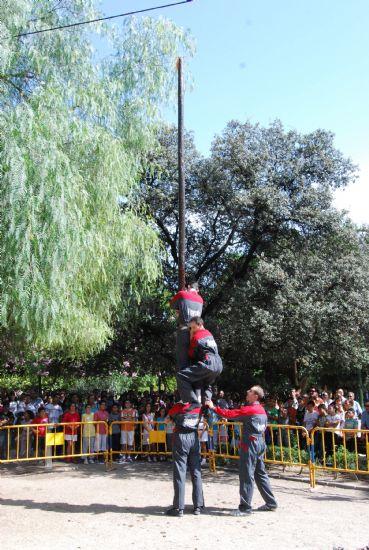 """Se celebra la tradicional y divertida """"Cucaña"""""""