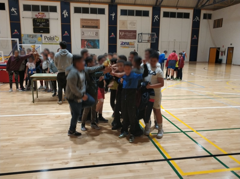 Ginés Díaz y Ricardo Codorníu se alzan con la victoria del baloncesto alevín escolar