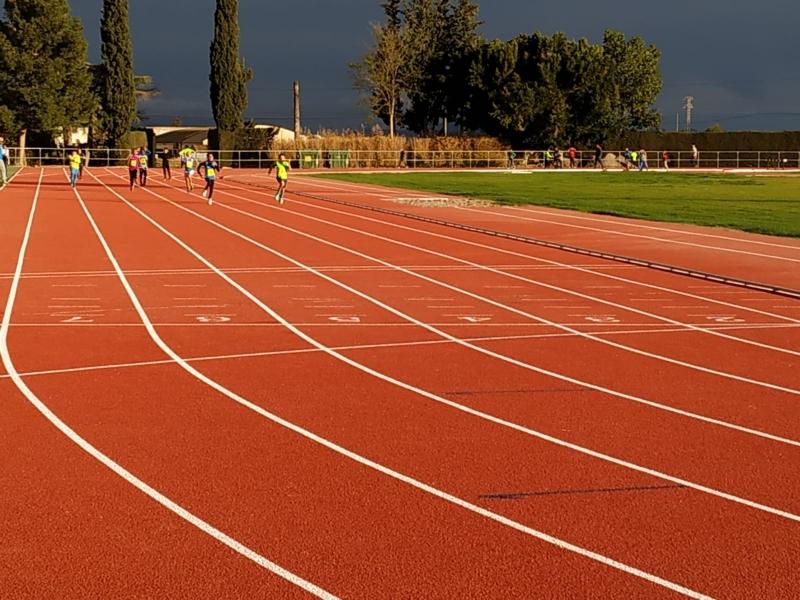 El atletismo escolar de Alhama se enfrenta a la final regional por equipos
