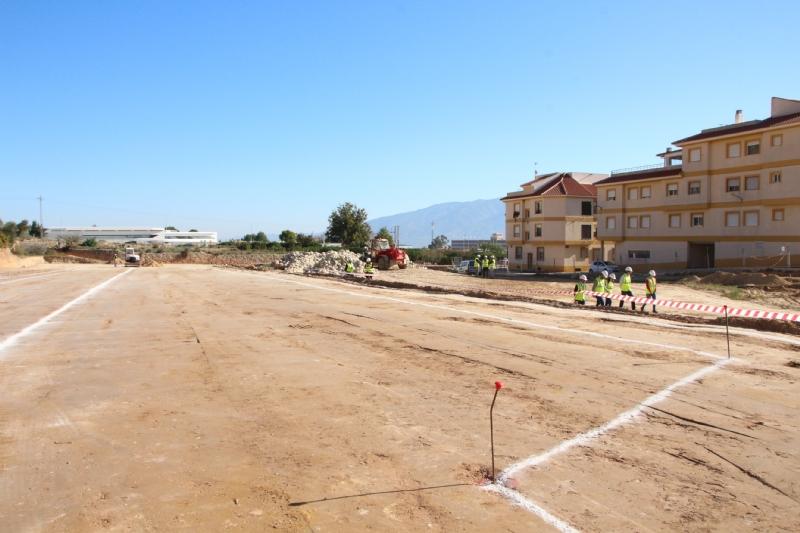 El vial del barrio de Los Dolores, acceso principal al nuevo IES Valle de Leiva