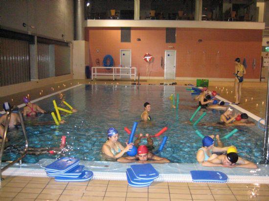 Las embarazadas que acuden a clases de natación disfrutaron de una experiencia única con sus parejas