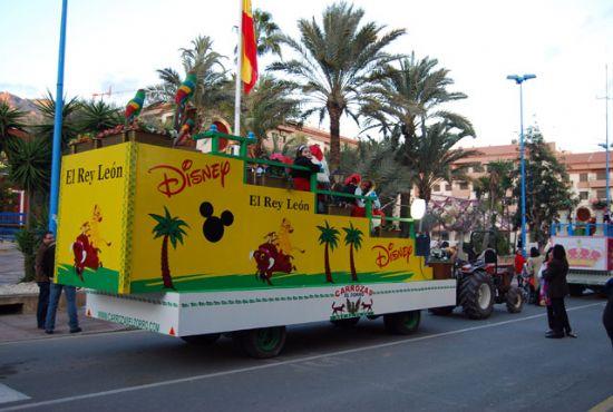 Masiva acogida, por parte de los alhameños, de los Reyes de Oriente  con la llegada de la cabalgata al municipio