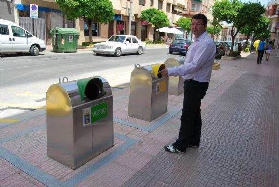 Se soterran los contenedores de residuos orgánicos, plástico y vidrio del centro de la localidad