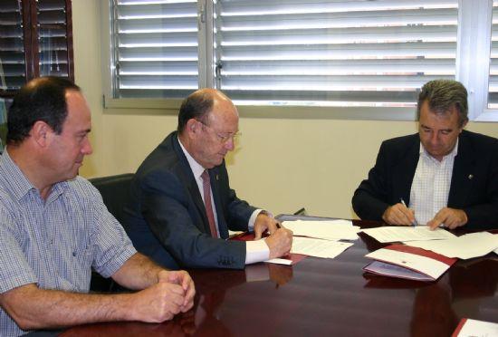 El Ayuntamiento de Alhama firma un convenio con la Consejería de Agricultura para el acondicionamiento de 33 kilómetros de caminos rurales