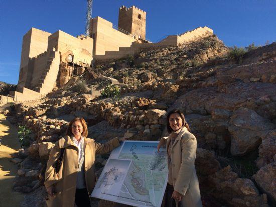 La directora de Bienes Culturales visita Alhama y apoya la restauración del recinto inferior del castillo