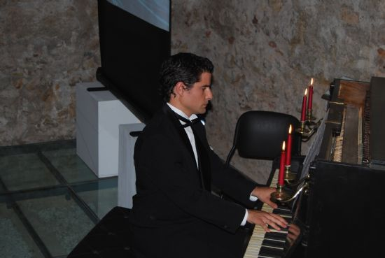 Las teclas del antiguo piano que presidió el salón principal del Balneario de Alhama volvieron a sonar después de 100 años
