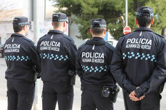 Los agentes de la Policía Local ya lucen nuevos uniformes