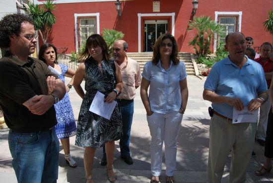 Se realiza una concentración silenciosa en repulsa del atentado terrorista que le ha costado la vida al inspector de policía Eduardo Pueyes García