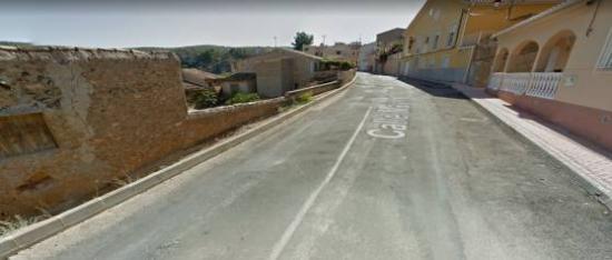 ARREGLO DE ACERAS DE LA ENTRADA AL PUEBLO POR CALLE CAÑADA Y CALLE MAYOR EN EL BERRO