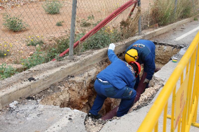 Iberdrola desmonta la línea de media tensión que cruzaba la parcela del nuevo IES Valle de Leiva