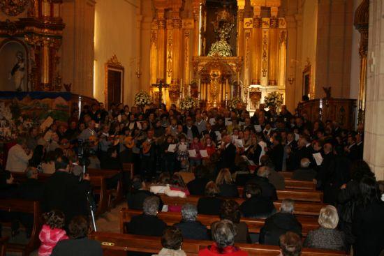 Jerónimo Galián emociona al público con su pregón de Navidad – Los trece coros y rondallas que participan en el Festival de Villancicos sorprenden al público cantando todos juntos el aguinaldo de Alhama