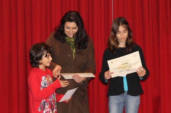 Ainoa Díaz y Laura Muñoz, ganadoras del concurso de pintura sobre el voluntariado