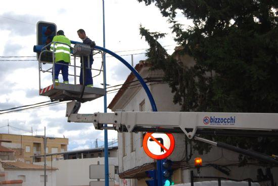 Bombillas de muy bajo consumo energético sustituyen a las viejas de los semáforos del municipio