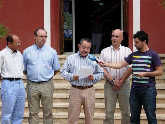 Concentración silenciosa en la puerta del Ayuntamiento por el asesinato del brigada Luís Conde