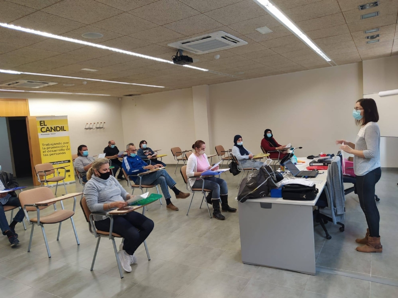 15 personas desempleadas se forman en limpieza de superficies y mobiliario con el Proyecto Labor