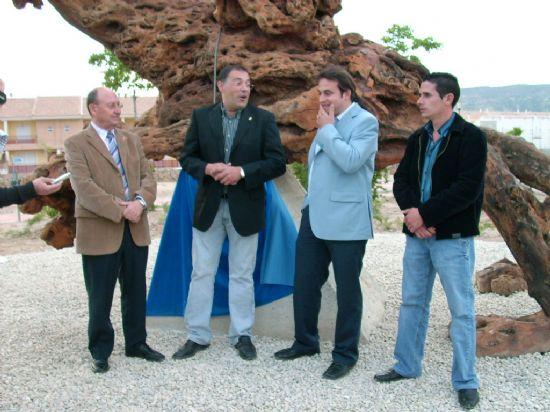 Inauguración de la escultura en el jardín de El Ral