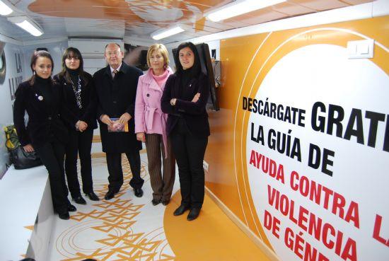 La unidad móvil informativa contra la violencia de género visitó la localidad
