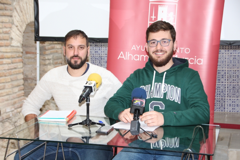 El concejal de Deportes, Antonio José Caja (dcha.) junto al monitor Francisco Valero