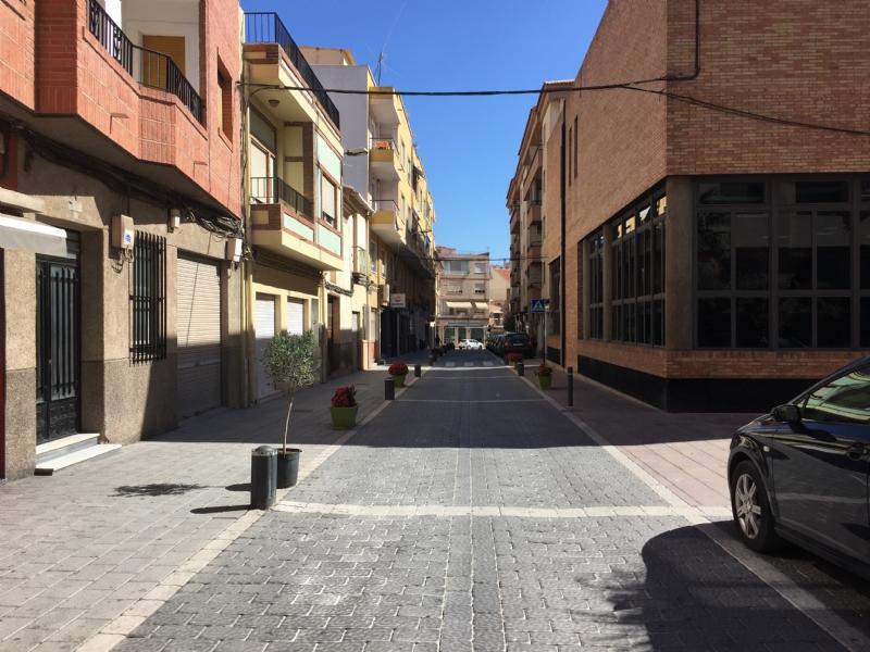 La calzada de la calle Postigos volverá a ser de asfalto a partir de este verano