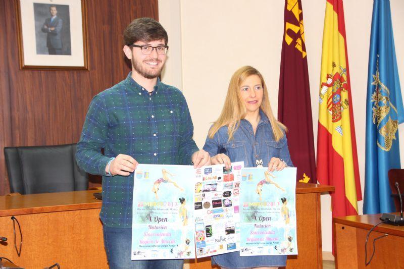 El concejal de Deportes, Antonio José Caja, y la Presidenta del Club Sincro Alhama, Merche Egea