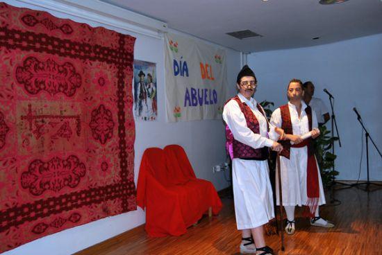 La residencia Virgen del Rosario celebra el Día de los Abuelos
