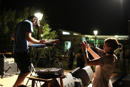 Champi y los Monguis, Cherry y Atxo hacen vibrar con su música al público del Palmeral