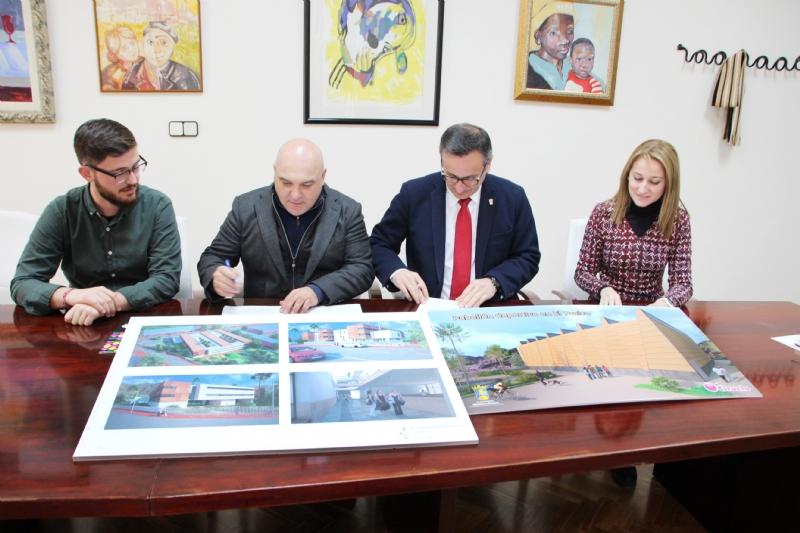 El Ayuntamiento de Alhama y la empresa El Ciruelo firman un convenio para la construcción del nuevo pabellón deportivo en El Praíco