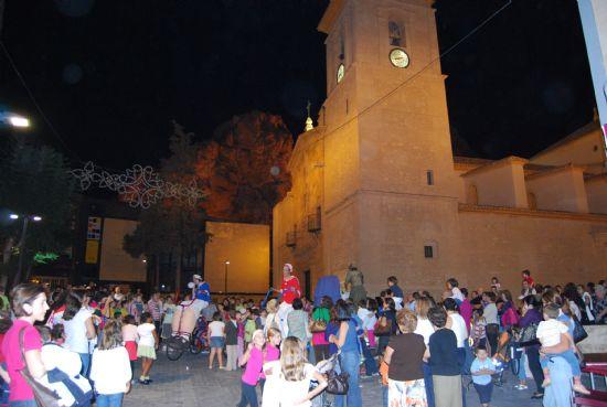 """El espectáculo """"La Gran Familia"""" recorrió las calles de la localidad"""