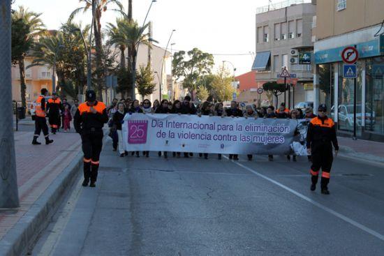Un año más, Alhama muestra su rechazo a la violencia de género