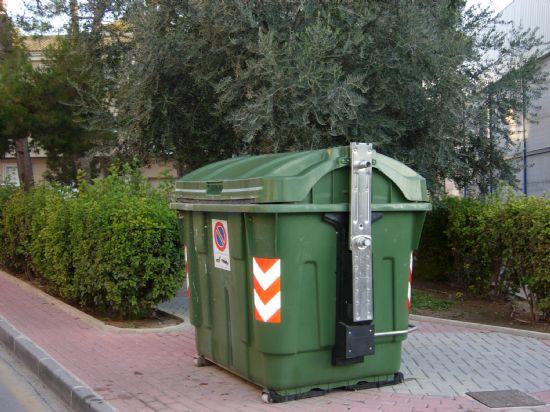 El Ayuntamiento adquiere nuevos contenedores e inicia el asfaltado y saneamiento de diversas calles
