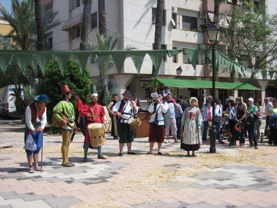 Hoy y ma馻na la Plaza de La Constituci髇, escenario del Mercado Medieval