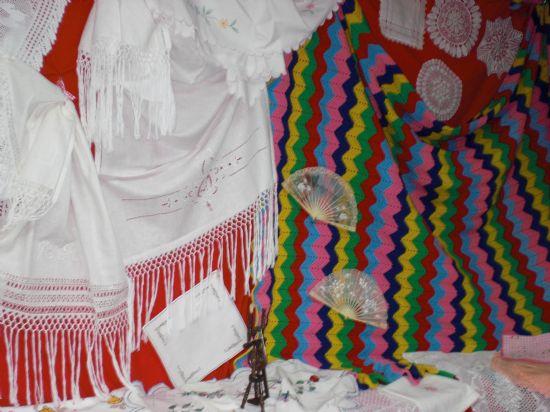 La Asociación Cultural San Lázaro expone sus trabajos Manuales y de Artesanía