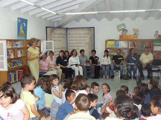 Los profesores del Príncipe de España despiden el programa de cuenta cuentos de la Biblioteca Infantil