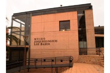 Renovación de vinilos de la fachada del Museo Arqueológico Los Baños