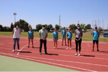 El presidente de la FAMU visita Alhama para dar la bienvenida a los entrenamientos de atletismo en la nueva normalidad
