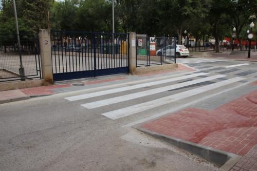 Adaptación de aceras  y repintado de los pasos de peatones de las zonas de colegios públicos