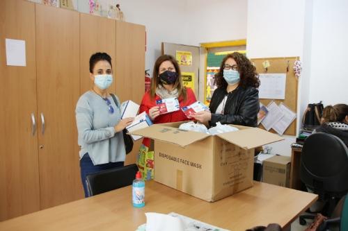 Reparto de mascarillas infantiles a los centros escolares del municipio