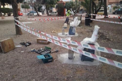 Instalación aparatos biolaludables en calle Isla Cebú y jardín Manuel el del Pino