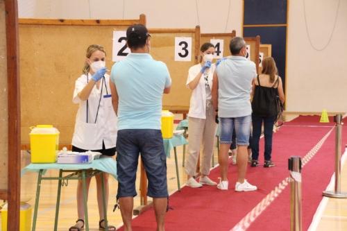 Vacunación segunda dosis de 40 a 59 años en el pabellón adolfo Suárez