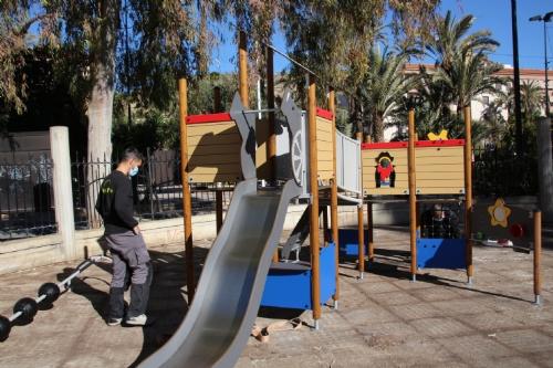 Montaje de juegos infantiles en el área 1 del parque de La Cubana