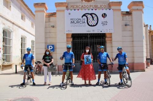 El equipo ultraciclista Cartagena-Grupo Ricardo Fuentes para en Alhama con motivo del desafío Región de Murcia Capital Gastronómica
