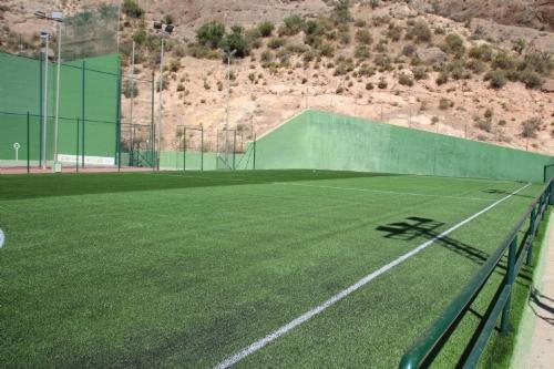 Visita al nuevo césped del campo de fútbol de El Praíco