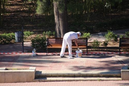 Tratamiento bancos parque de La Cubana