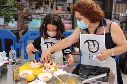 'Cocina con tus abuelos' en la plaza de abastos